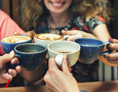 מה הרגלי צריכת הקפה שלכם אומרים על האישיות שלכם?